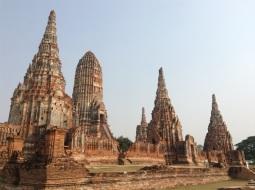Wat Chaiwatthanaram by land