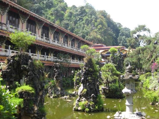 Sam Poh Tong cave temple garden