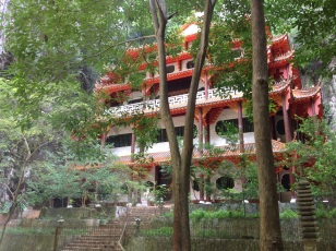 Sam Poh Tong Chinese Buddhist Temple - accessible only through a cave