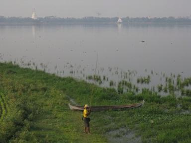 Fisherman, Taungthaman Lake at U Bein Bridge