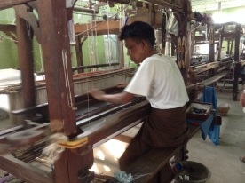Weaving longyi