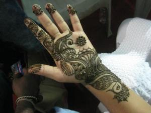 Henna hand paint