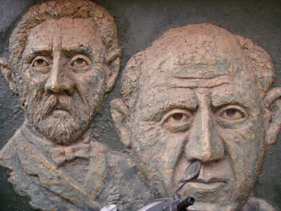 Building sculptures