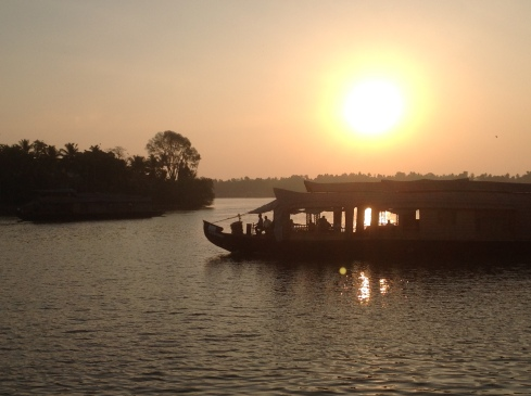 Houseboat pic, late afternoon