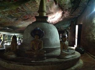 Stupa with buddhas