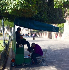 So many shoe shine stalls in Mexico
